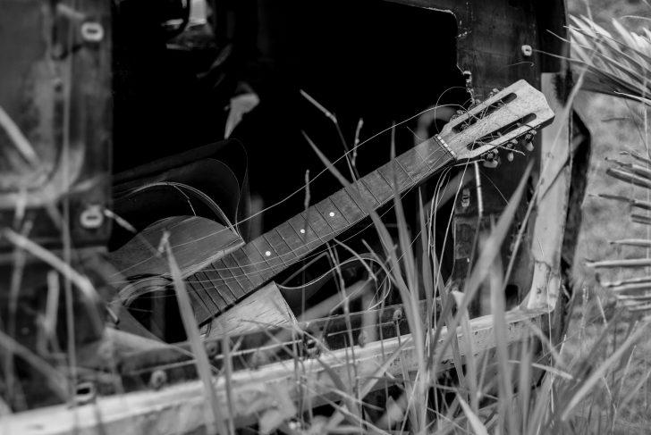 捨てられたギター