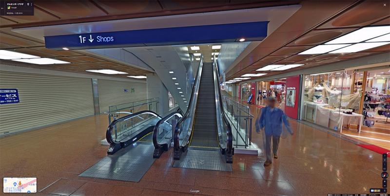 さんプラザ2階エスカレーター前